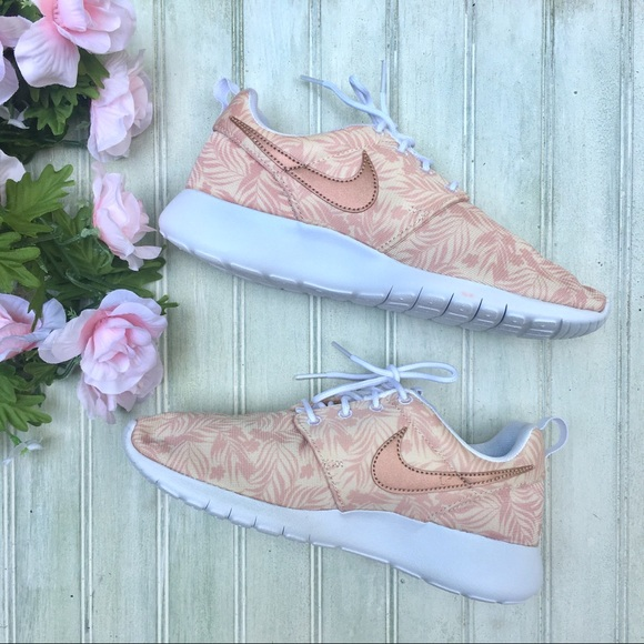 Nike Shoes - NEW Nike Roshe One Floral Print Athletic Shoes